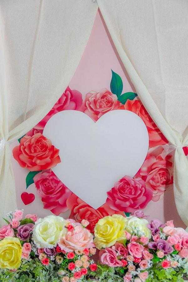 バラいっぱいのバレンタイン用フォトブース